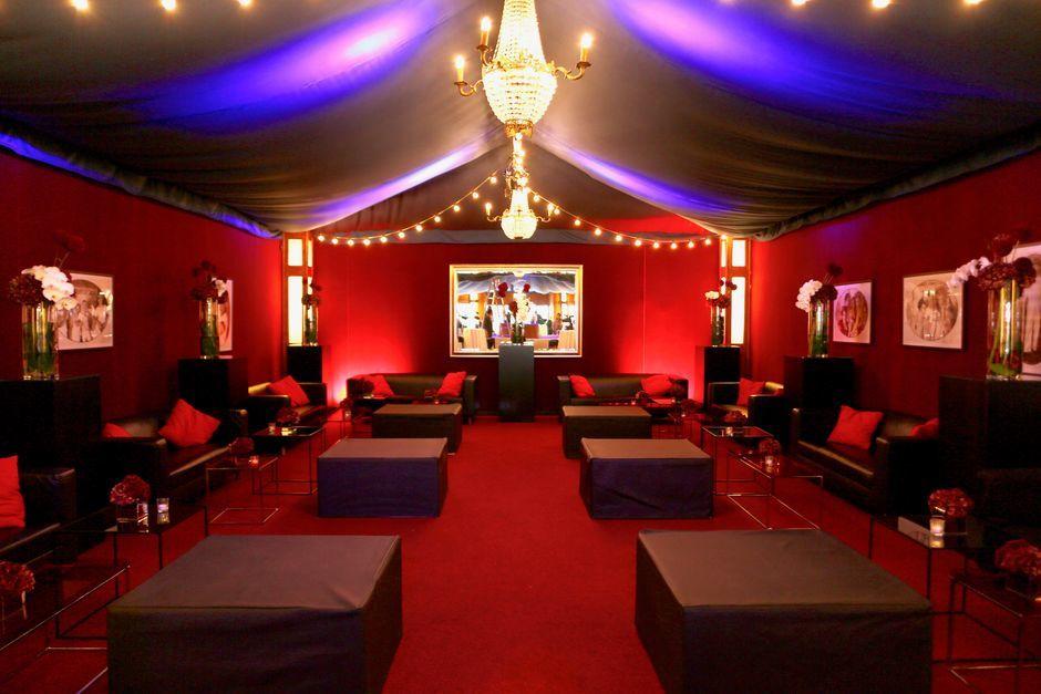 Firmenevents mit Loungebereich im Hinterfoyer