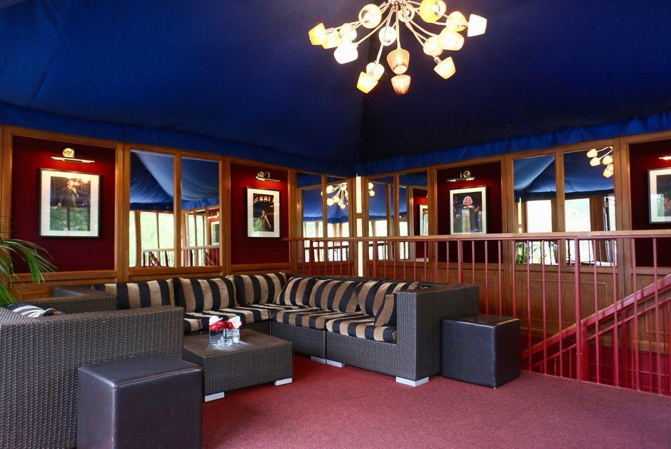 Lounge des Tipi am Kanzleramt mit Blick auf das Kanzleramt